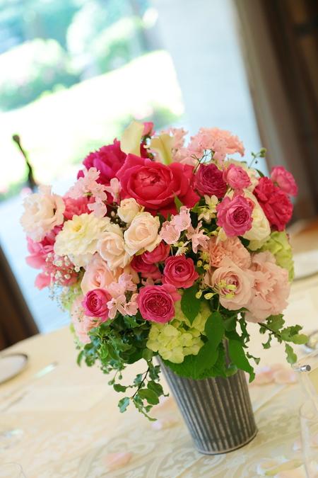 5月の装花 ホテルニューオータニ アーチェロ様へ、深いピンクのシャクヤクとカラーとカスミソウで_a0042928_2127361.jpg
