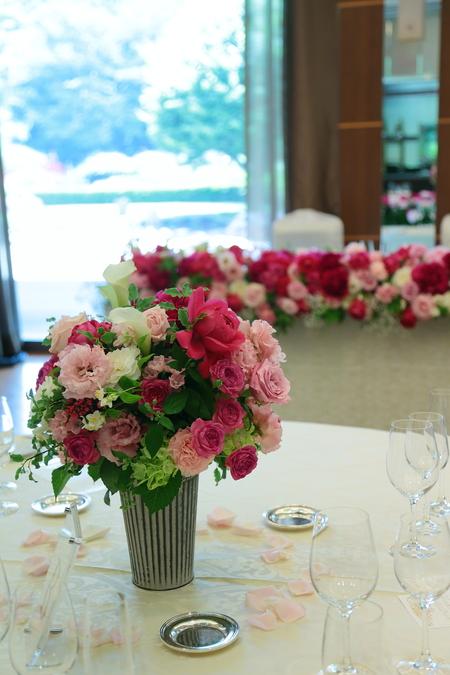 5月の装花 ホテルニューオータニ アーチェロ様へ、深いピンクのシャクヤクとカラーとカスミソウで_a0042928_2129336.jpg