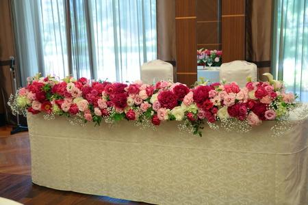 5月の装花 ホテルニューオータニ アーチェロ様へ、深いピンクのシャクヤクとカラーとカスミソウで_a0042928_21302342.jpg