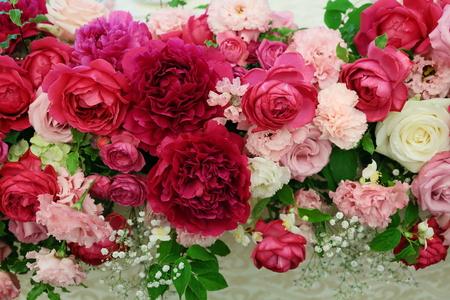 5月の装花 ホテルニューオータニ アーチェロ様へ、深いピンクのシャクヤクとカラーとカスミソウで_a0042928_21313895.jpg