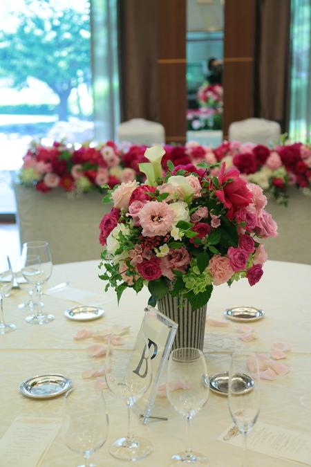 5月の装花 ホテルニューオータニ アーチェロ様へ、深いピンクのシャクヤクとカラーとカスミソウで_a0042928_2132713.jpg
