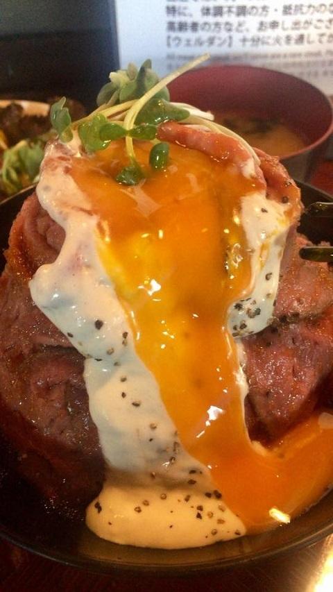 /// 神戸で有名なREDROCKのローストビーフ丼 /// _f0112434_22345455.jpg