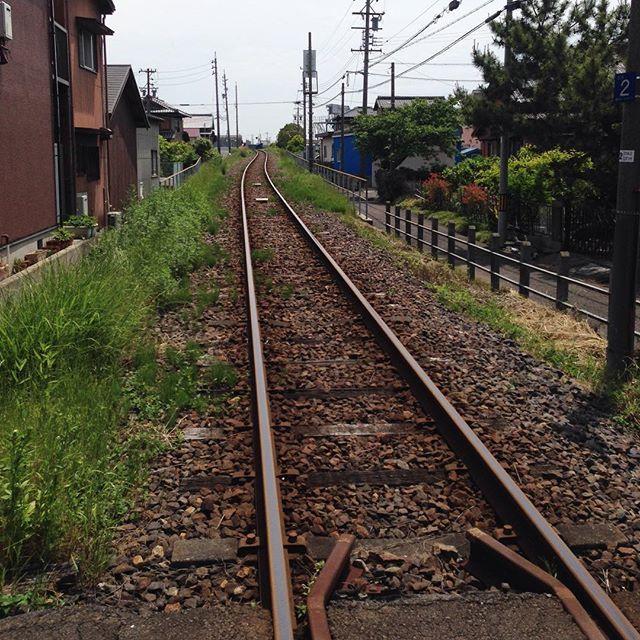 古い線路を眺めていると落ち着くというか妙に昂ぶります。_a0334793_01194389.jpg