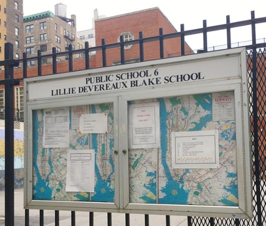小学校前で昔のニューヨークの地下鉄路線図を発見!?_b0007805_1827578.jpg
