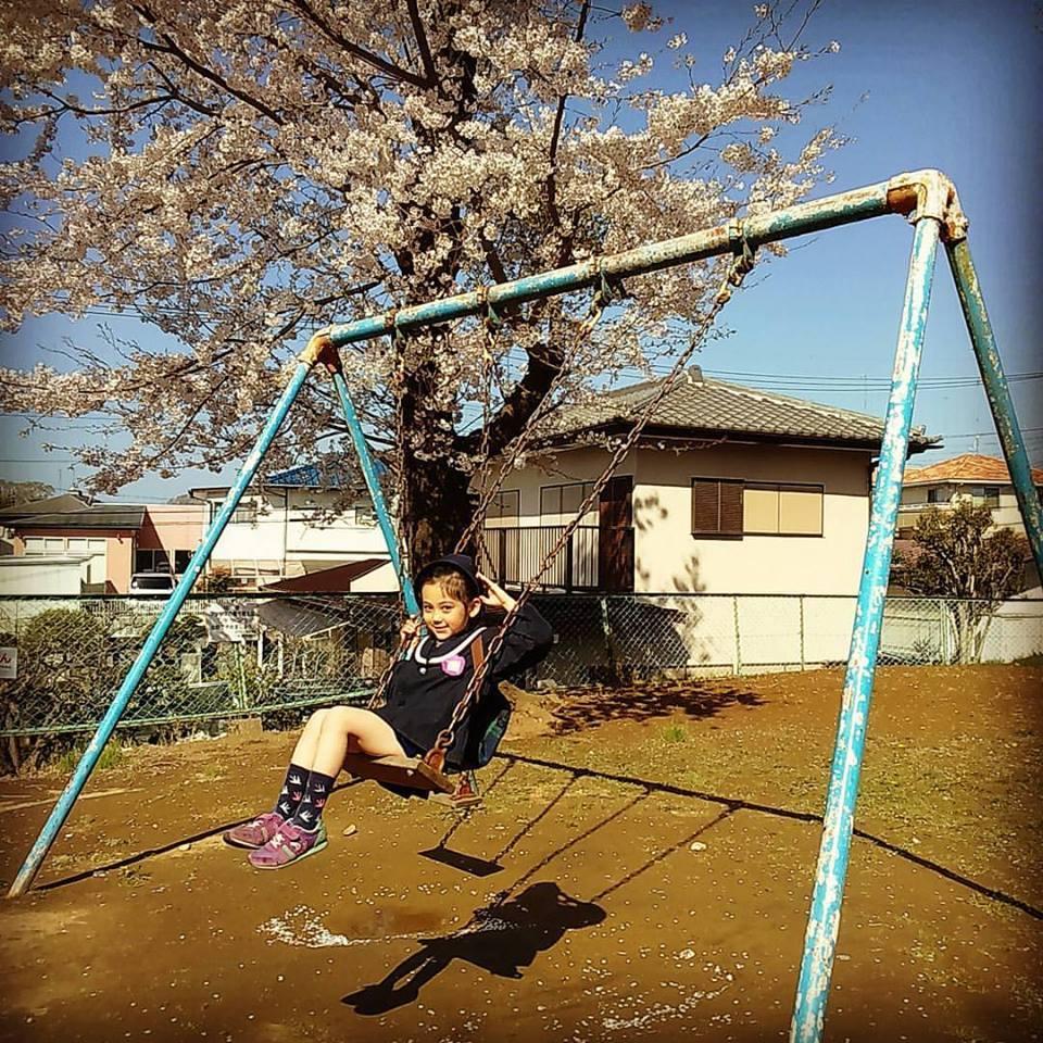 日本滞在記 桜とブランコと瑠花_b0167736_04511621.jpg