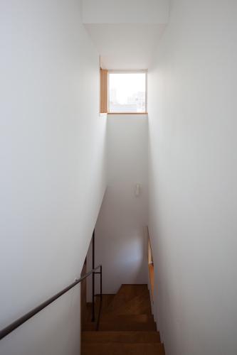 階段の閉塞感を拭い去る_c0070136_17393832.jpg