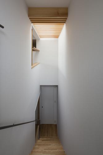 階段の閉塞感を拭い去る_c0070136_17395088.jpg