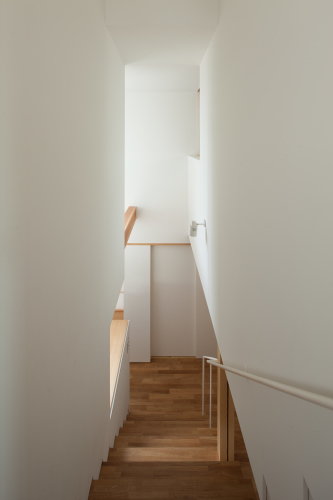 階段の閉塞感を拭い去る_c0070136_17395933.jpg