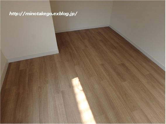 在庫品でもラッキーな選択 ~女子部屋の床材~_e0343145_00424568.jpg