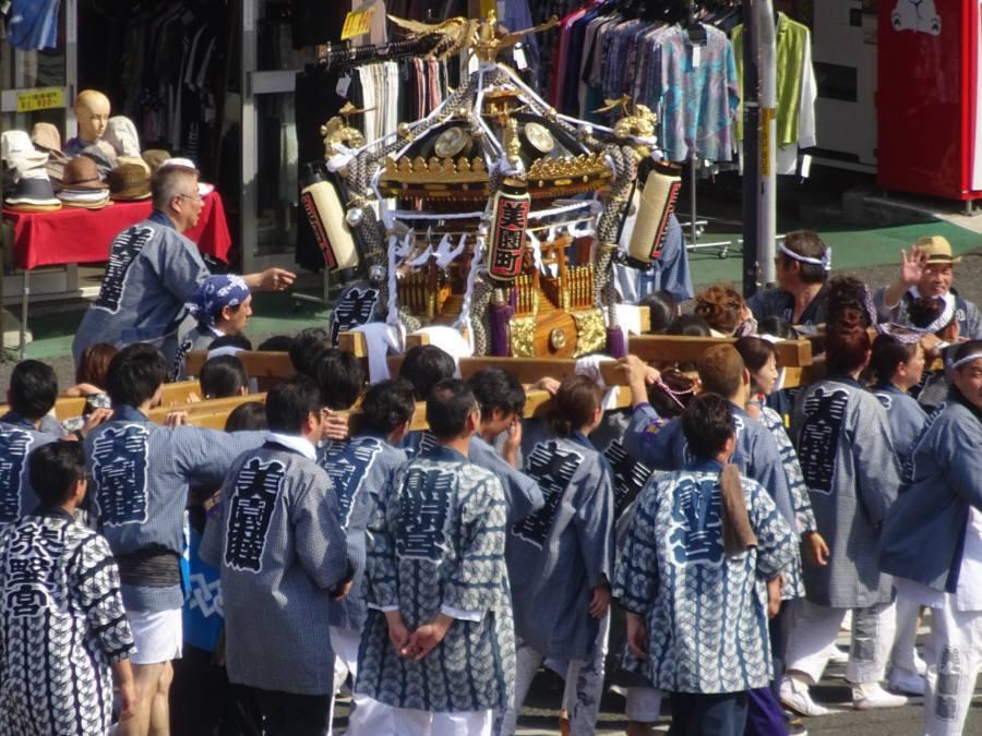 小平駅前神社の祭の神輿_f0059673_22542035.jpg