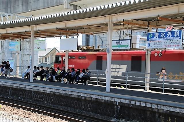 藤田八束の鉄道写真@東北本線東仙台駅にて貨物列車の写真を撮りました・・・爽やかな仙台は最高の季節到来_d0181492_14025108.jpg