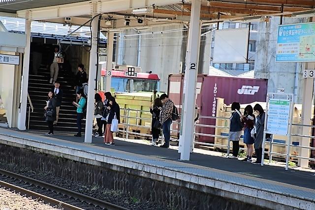 藤田八束の鉄道写真@東北本線東仙台駅にて貨物列車の写真を撮りました・・・爽やかな仙台は最高の季節到来_d0181492_14035919.jpg