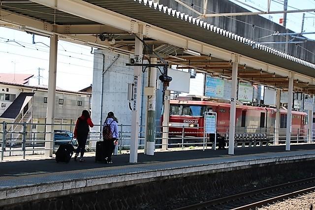 藤田八束の鉄道写真@東北本線東仙台駅にて貨物列車の写真を撮りました・・・爽やかな仙台は最高の季節到来_d0181492_14044156.jpg