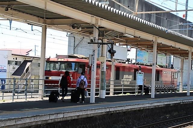 藤田八束の鉄道写真@東北本線東仙台駅にて貨物列車の写真を撮りました・・・爽やかな仙台は最高の季節到来_d0181492_14045295.jpg