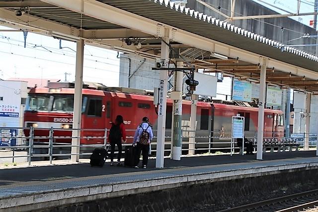 藤田八束の鉄道写真@東北本線東仙台駅にて貨物列車の写真を撮りました・・・爽やかな仙台は最高の季節到来_d0181492_14050633.jpg