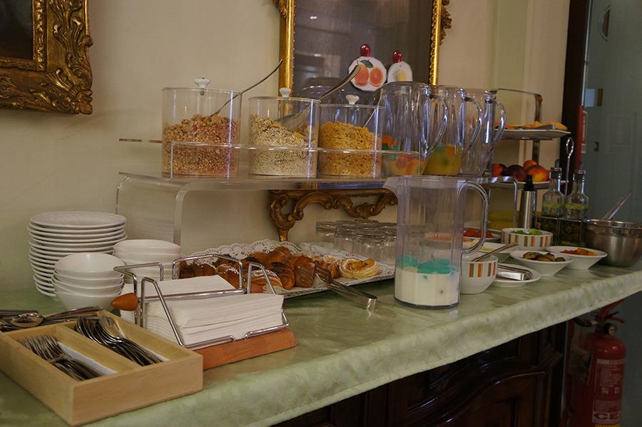 B&Bカスティリオーネで朝ご飯を食べて来ました_f0106597_05401636.jpg