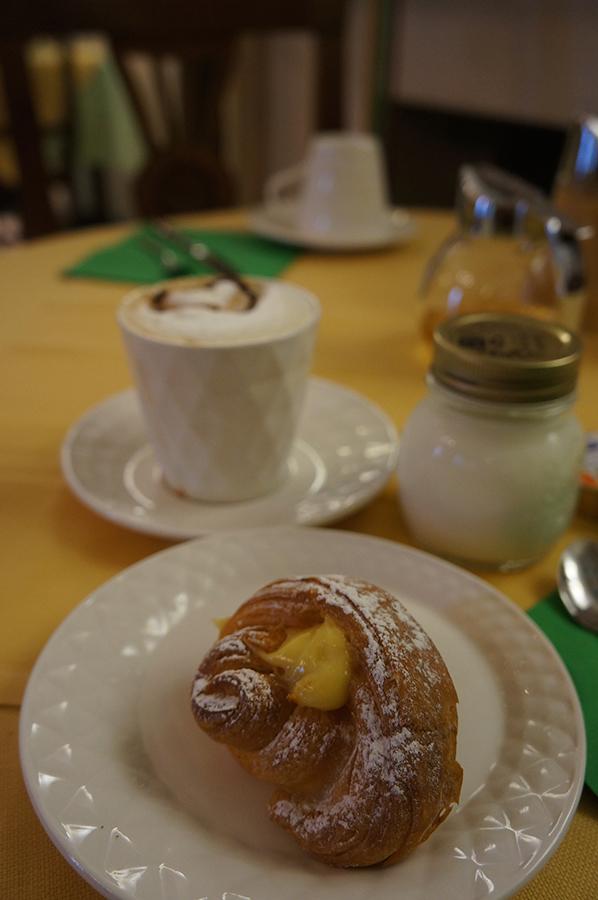 B&Bカスティリオーネで朝ご飯を食べて来ました_f0106597_05470143.jpg