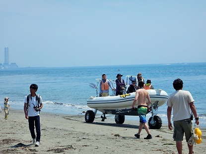 水陸両用車 現る_e0077899_7381470.jpg