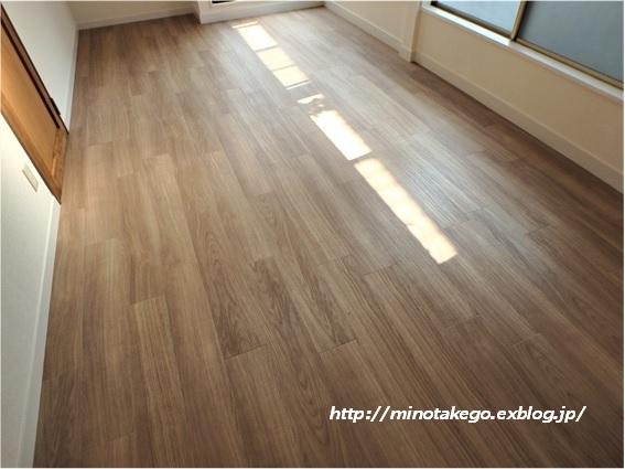在庫品でもラッキーな選択 ~女子部屋の床材~_e0343145_16030627.jpg