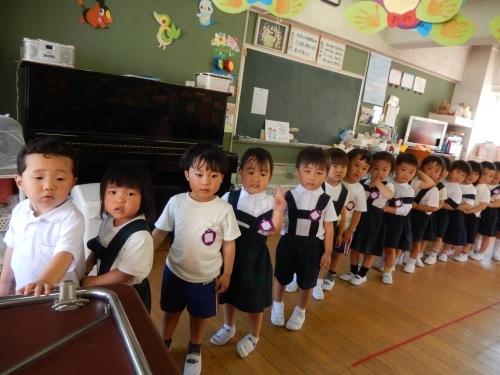 5月22日(月)並ぶ練習 - ともべ幼稚園 「ひろばの出来事」 <笠間市(旧友部町)>