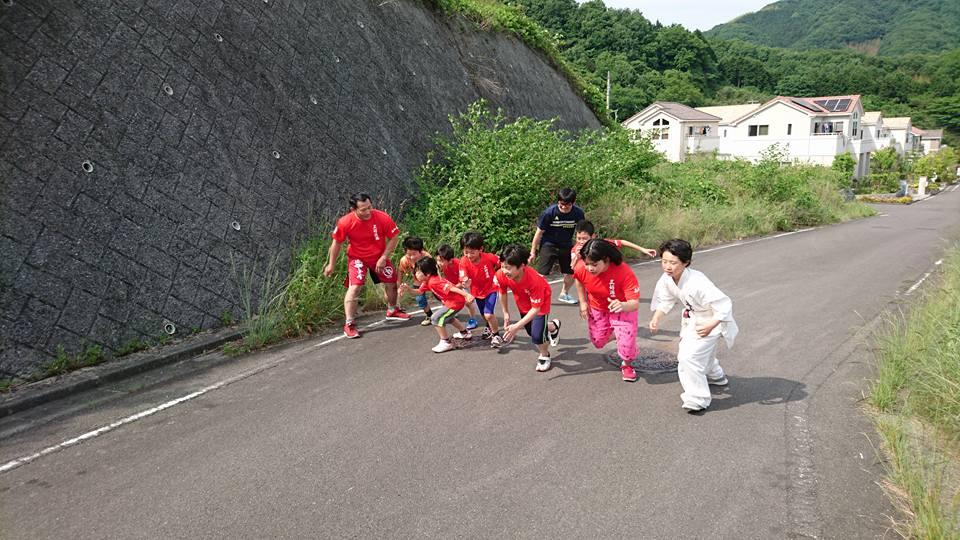 昨日の「井手麻理子20周年ディナーショー」の打ち上げを南青山のきばいやんせで開催。_c0186691_15444988.jpg