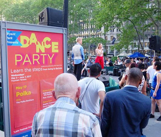 ブライアント・パークでダンス・パーティに遭遇_b0007805_19483413.jpg