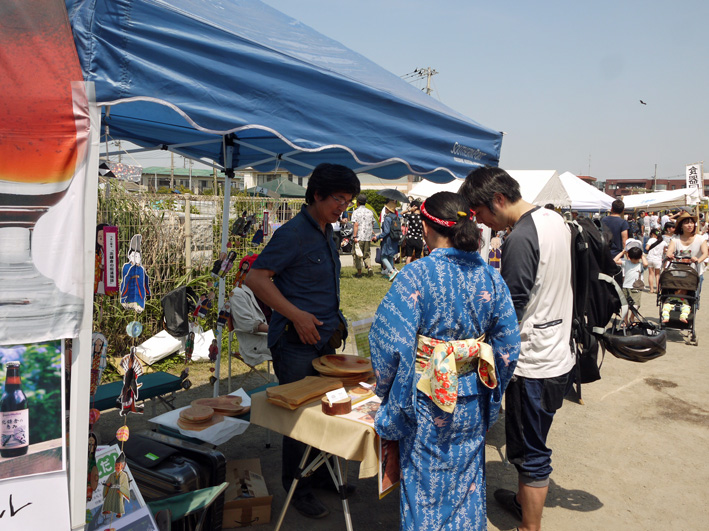 北鎌倉の恵み好調、カマクラキコリスに関心5・21鎌人いち場①_c0014967_632645.jpg