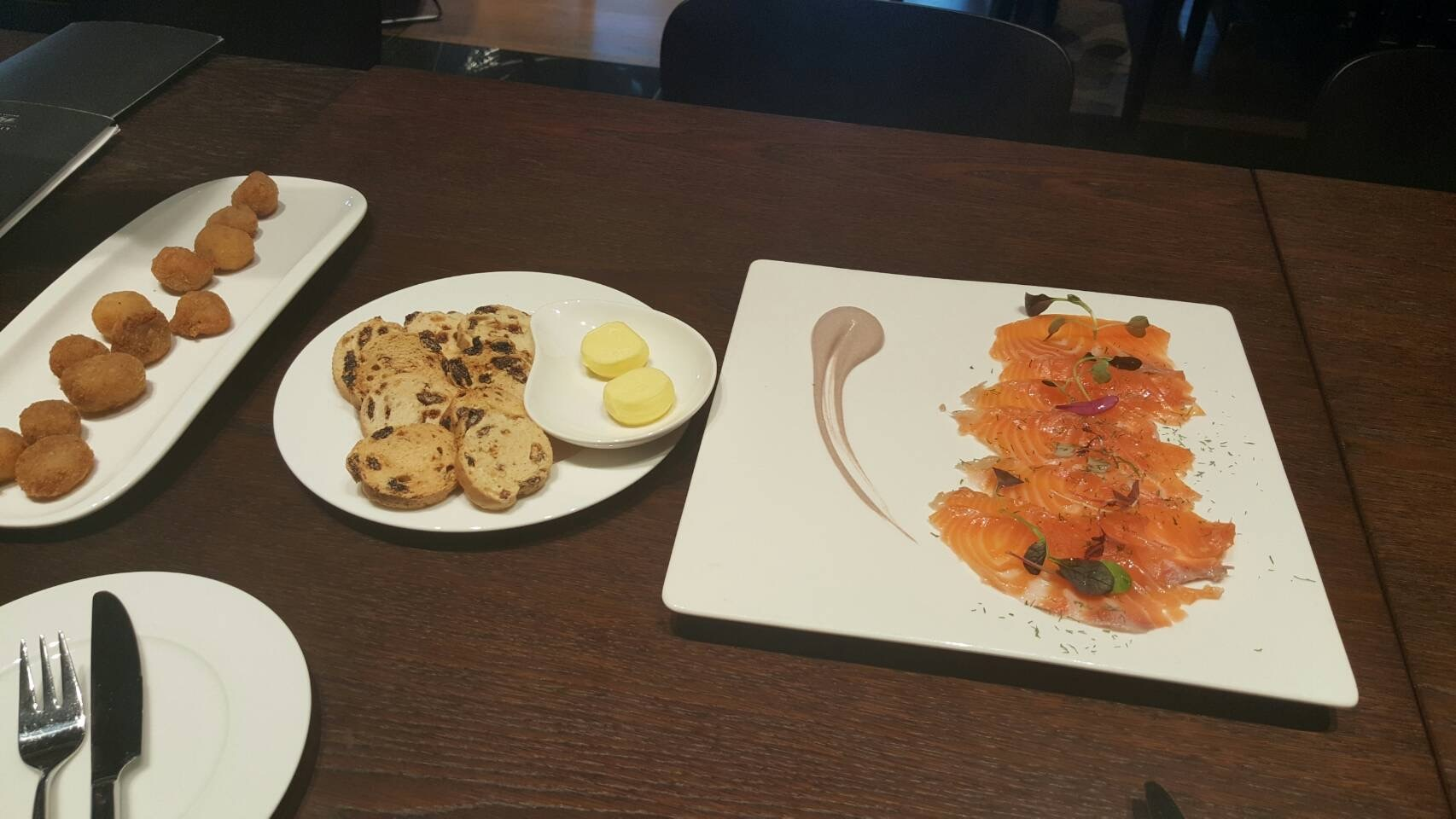 2017年GW スペインバスク地方、ワイナリーと バル巡りの旅 その4 ビルバオを一望できるレストランで_a0223786_13301576.jpg