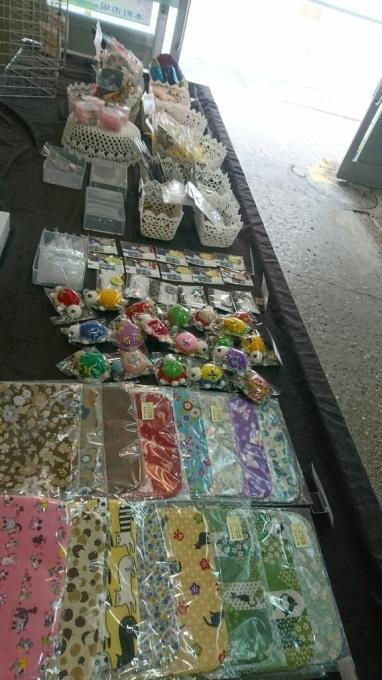 本町市場にてバザー開催中!_b0106766_11183512.jpg
