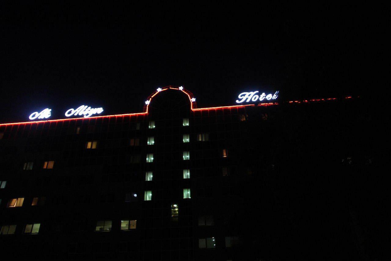 トルクメニスタンの旅(13) アシハバードの夜景と夕食とホテル_c0011649_23494799.jpg