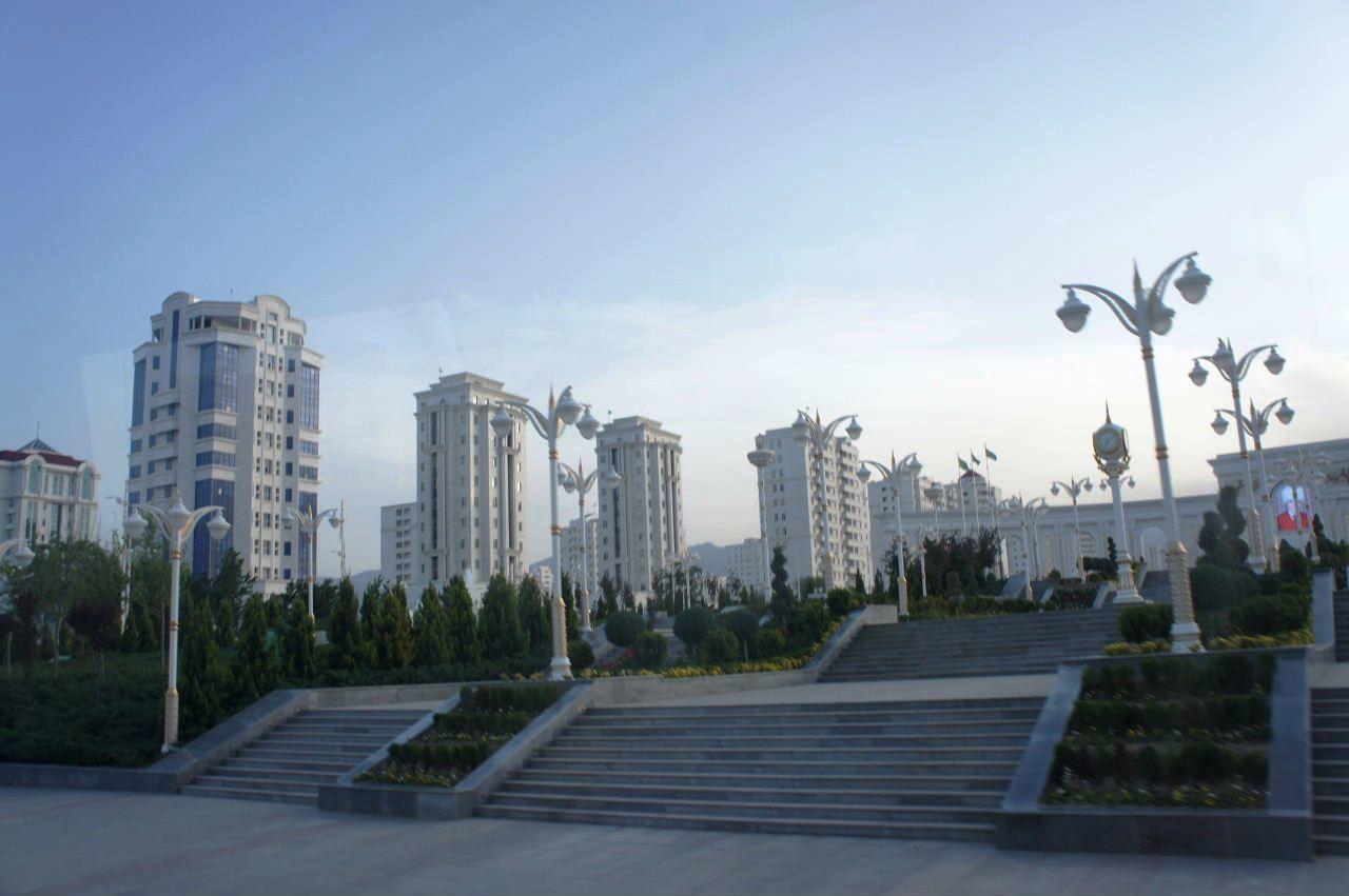 トルクメニスタンの旅(13) アシハバードの夜景と夕食とホテル_c0011649_23560774.jpg