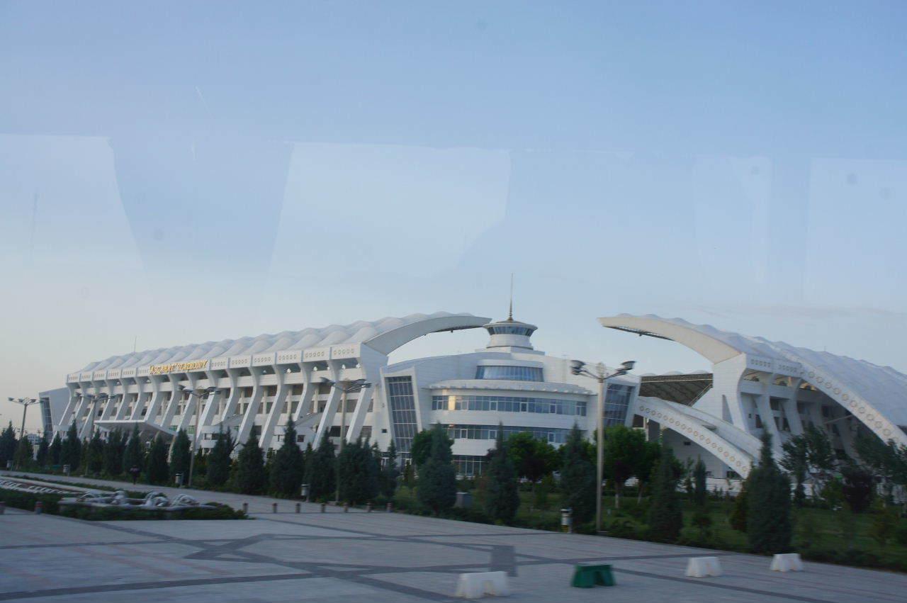 トルクメニスタンの旅(13) アシハバードの夜景と夕食とホテル_c0011649_23562541.jpg