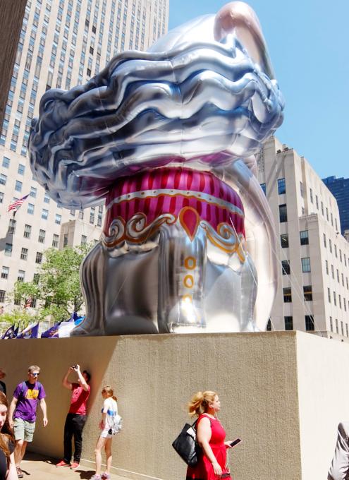 ロックフェラー・センターに巨大なバレリーナ?! Seated Ballerina by Jeff Koons_b0007805_225551.jpg