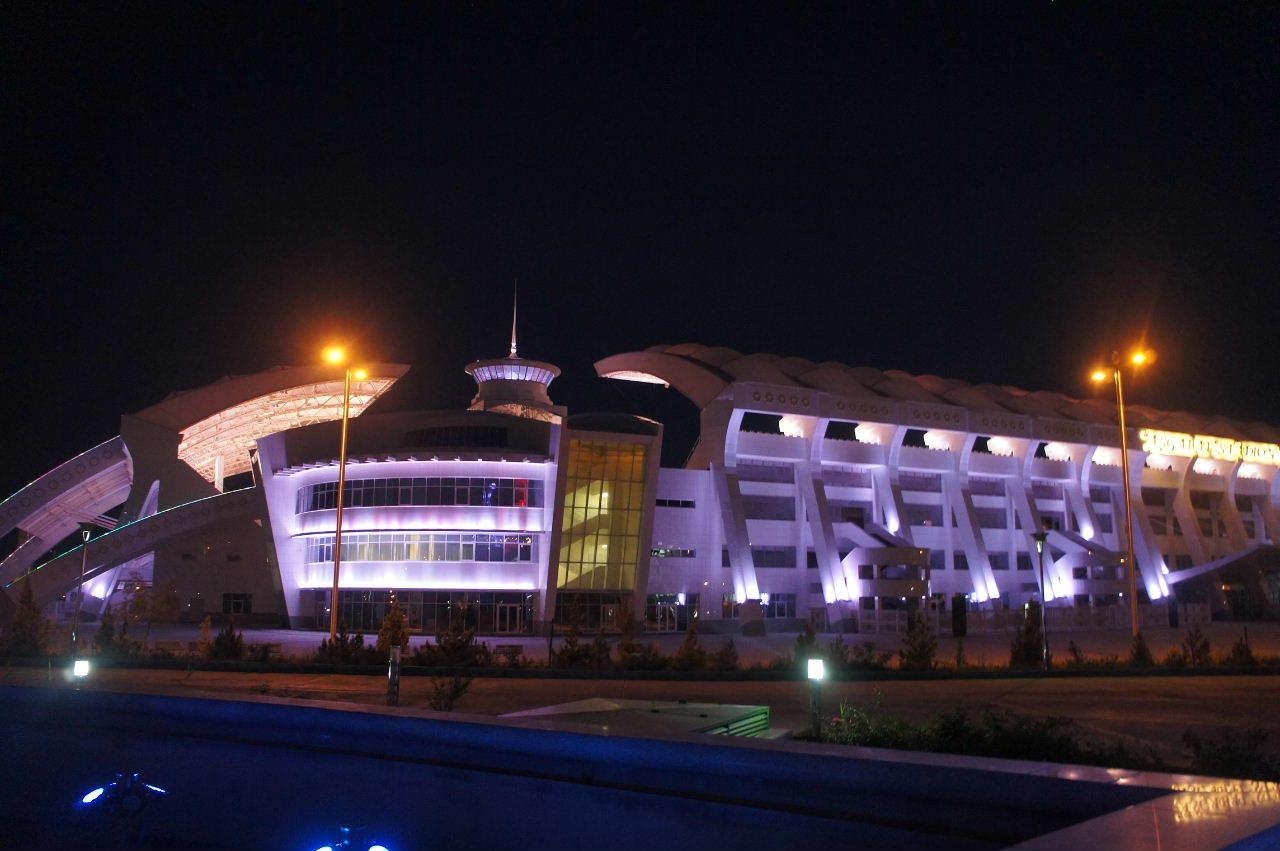 トルクメニスタンの旅(13) アシハバードの夜景と夕食とホテル_c0011649_01011426.jpg