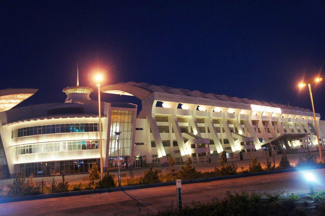 トルクメニスタンの旅(13) アシハバードの夜景と夕食とホテル_c0011649_01012923.jpg