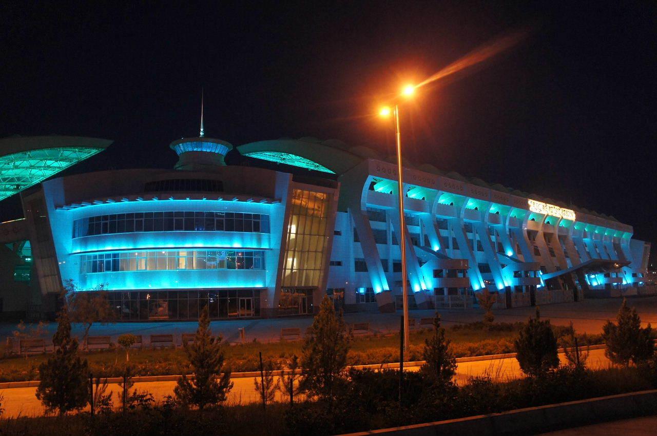 トルクメニスタンの旅(13) アシハバードの夜景と夕食とホテル_c0011649_01015837.jpg