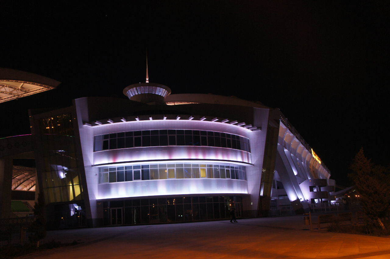 トルクメニスタンの旅(13) アシハバードの夜景と夕食とホテル_c0011649_01021696.jpg