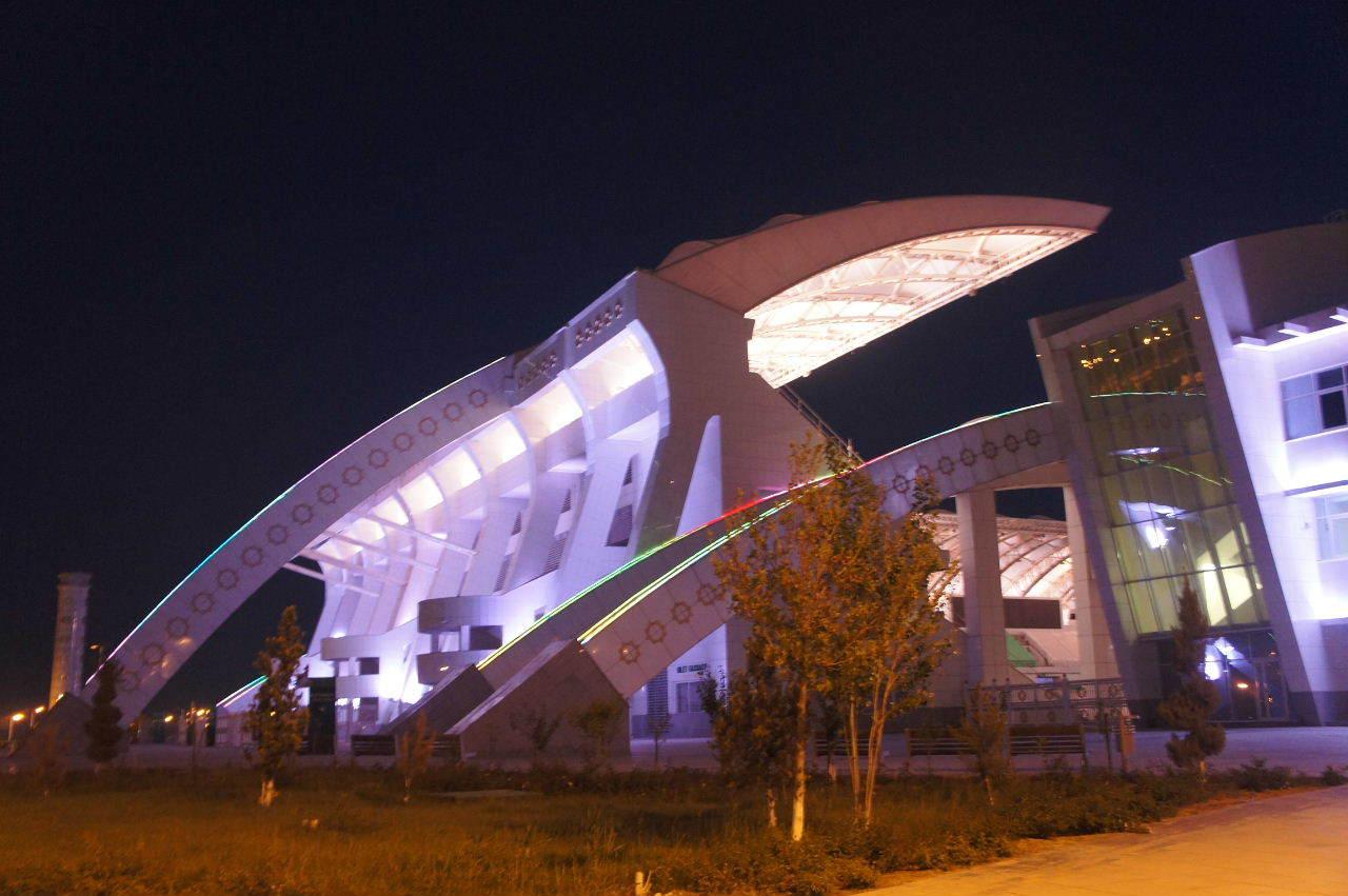 トルクメニスタンの旅(13) アシハバードの夜景と夕食とホテル_c0011649_01023900.jpg