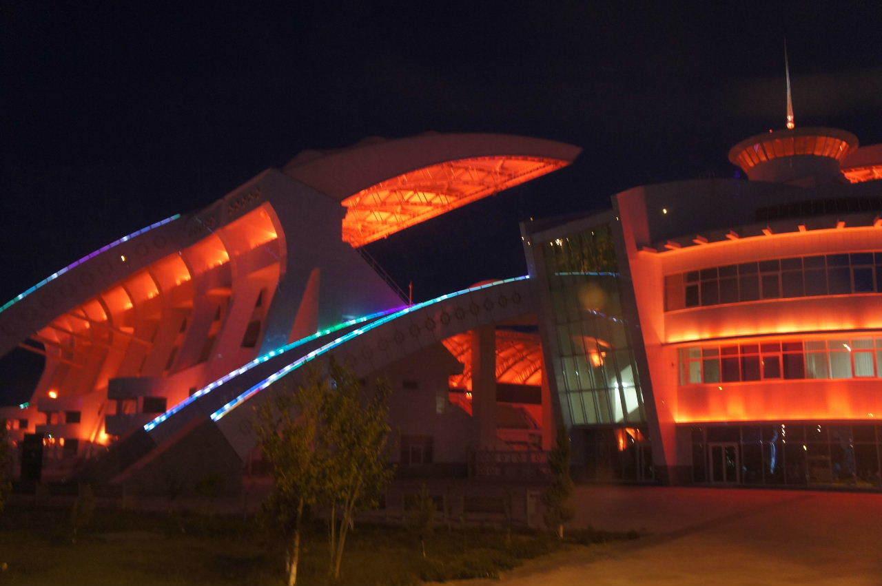 トルクメニスタンの旅(13) アシハバードの夜景と夕食とホテル_c0011649_01025543.jpg