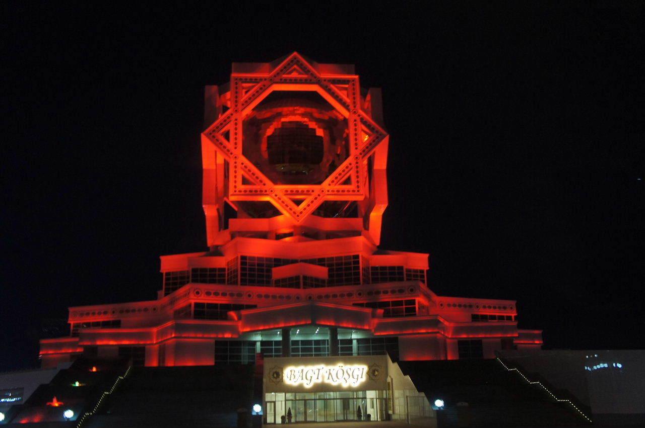 トルクメニスタンの旅(13) アシハバードの夜景と夕食とホテル_c0011649_01034235.jpg