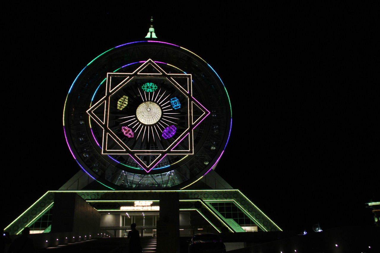 トルクメニスタンの旅(13) アシハバードの夜景と夕食とホテル_c0011649_23470377.jpg