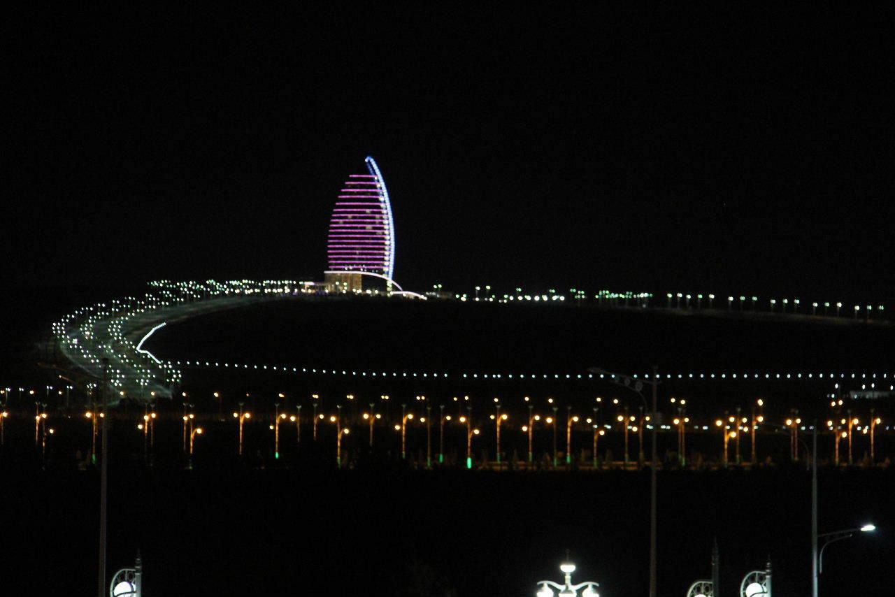 トルクメニスタンの旅(13) アシハバードの夜景と夕食とホテル_c0011649_23474402.jpg