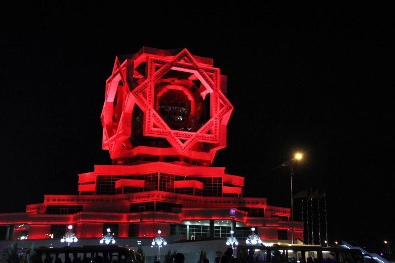 トルクメニスタンの旅(13) アシハバードの夜景と夕食とホテル_c0011649_23483215.jpg