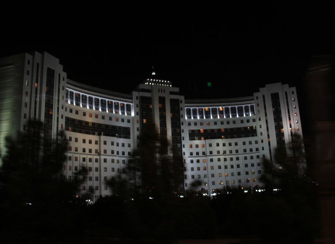 トルクメニスタンの旅(13) アシハバードの夜景と夕食とホテル_c0011649_23493912.jpg