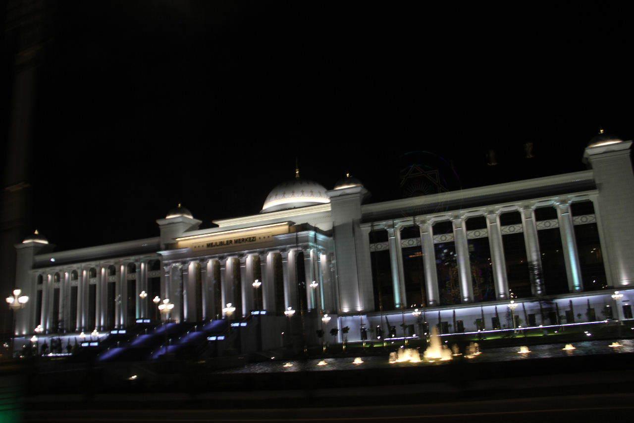 トルクメニスタンの旅(13) アシハバードの夜景と夕食とホテル_c0011649_23502932.jpg