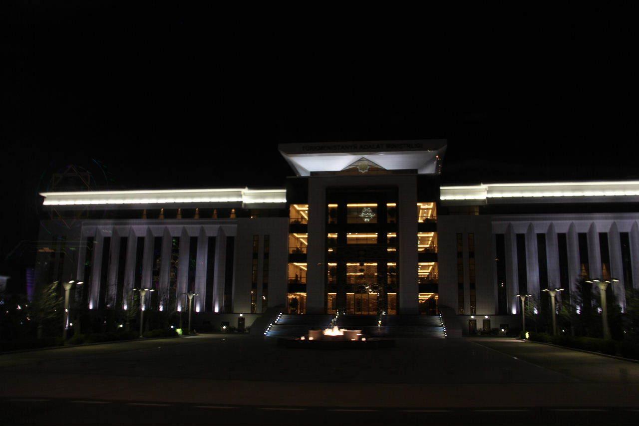 トルクメニスタンの旅(13) アシハバードの夜景と夕食とホテル_c0011649_23504390.jpg