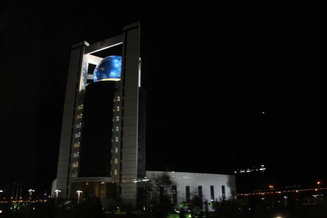 トルクメニスタンの旅(13) アシハバードの夜景と夕食とホテル_c0011649_23511593.jpg