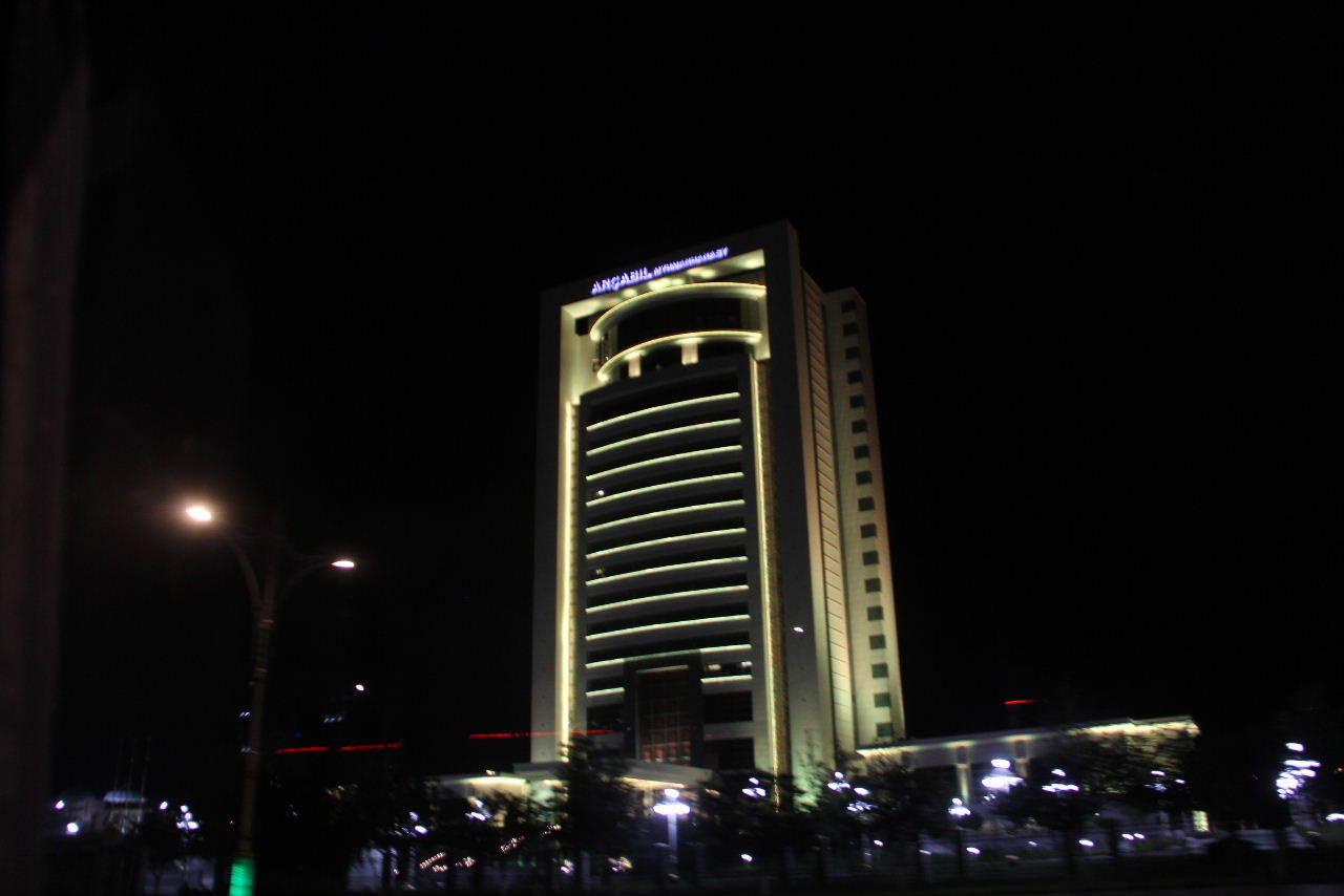 トルクメニスタンの旅(13) アシハバードの夜景と夕食とホテル_c0011649_23521837.jpg