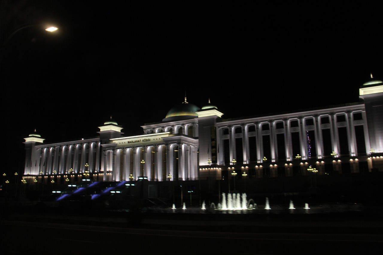 トルクメニスタンの旅(13) アシハバードの夜景と夕食とホテル_c0011649_23524512.jpg