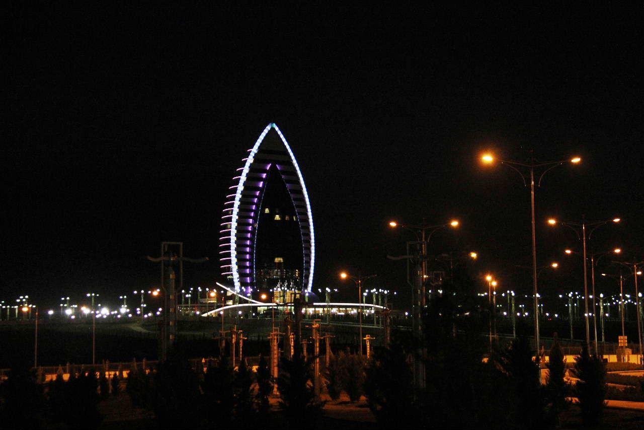 トルクメニスタンの旅(13) アシハバードの夜景と夕食とホテル_c0011649_23533615.jpg